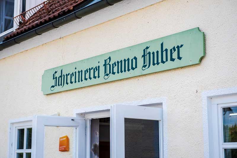 Firmenschild Schreinerei Benno Huber