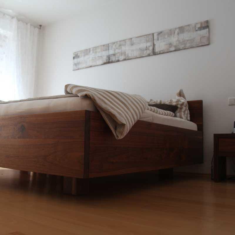Bett in Nußbaum geölt